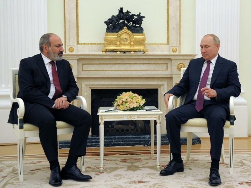 Кремлда бўлган Пашинян Путин билан нималар ҳақида гаплашди?