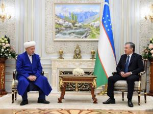 Президент Усмонхон Алимовни 70 йиллик юбилейи билан табриклади