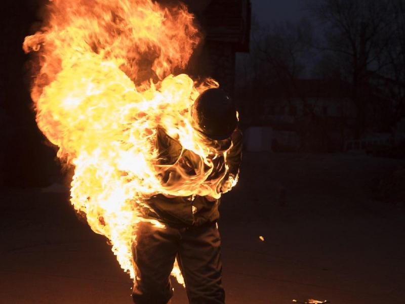 Samarqandda MIB xodimlarini yoqib yuborgan ayolga sud hukmi o'qildi