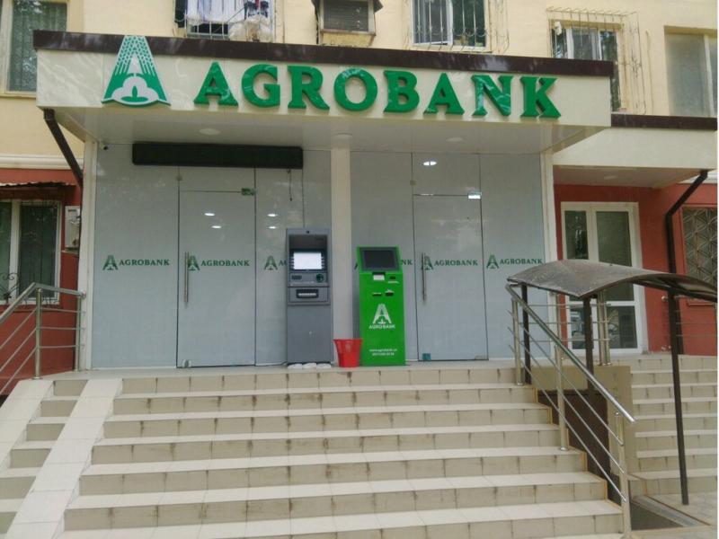 """""""Agrobank"""" ATB xodimi qora kursida"""