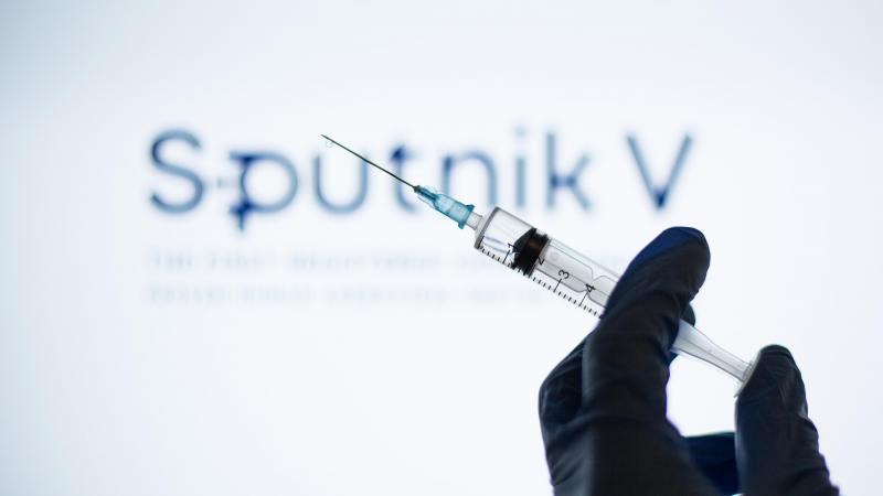 Франция Европани Россия вакциналарини тан олмасликка чақирди