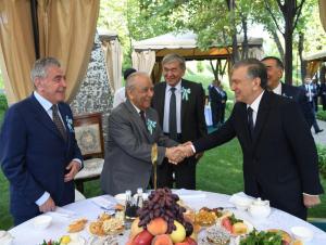 Президент Шаҳидлар хотираси хиёбонига борди