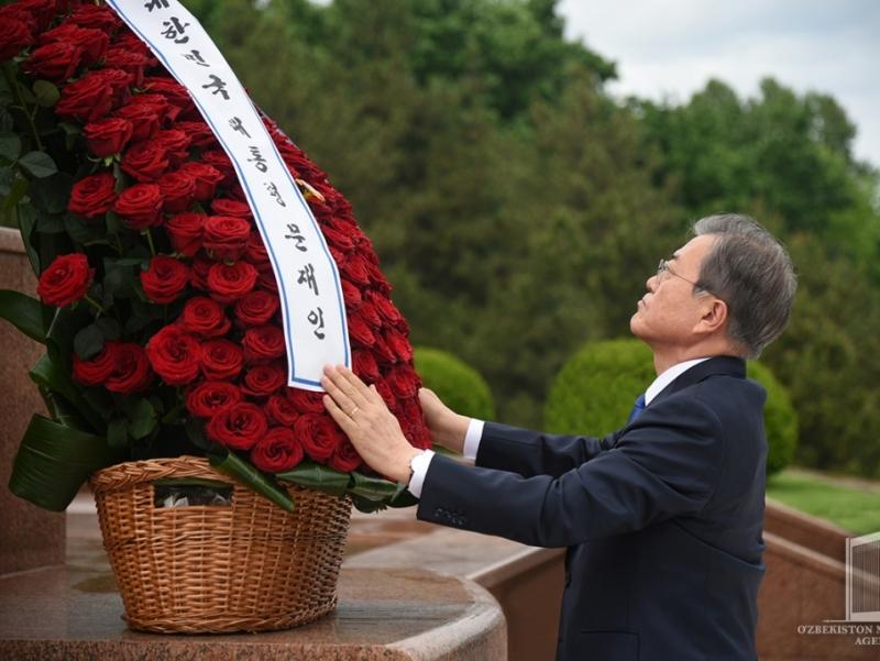 Корея Республикаси Президенти Мустақиллик ва эзгулик монументига гул қўйди