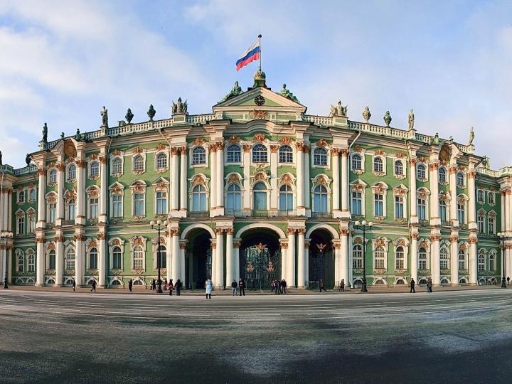 Ermitajda odamlar evakuatsiya qilinyapti