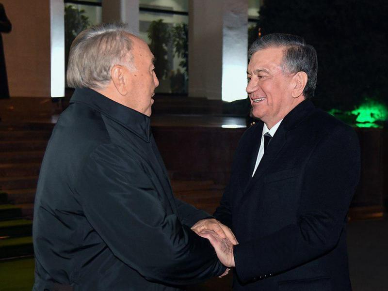 Шавкат Мирзиёев Нурсултон Назарбоев билан телефонда гаплашди