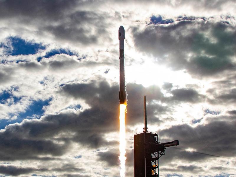 Falcon 9 raketasi orbitaga Turkiya sun'iy yo'ldoshi bilan uchirildi