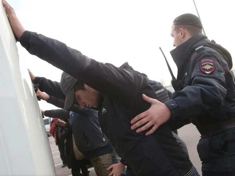 Екатеринбургдаги вақтинча сақлаш марказида мигрантлар исён кўтарди