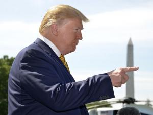 """Трамп қандай қилиб Эрон билан """"энг яхши дўст"""" бўлмоқчи?"""