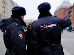 Полиция ходимлари ўзбекистонликлардан пул талаб қилиб, уларни калтаклади