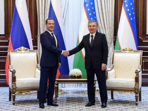 Мирзиёев ва Медведев учрашувида муносабатларни чуқурлаштириш бўйича интилиш қатъий экани айтилди