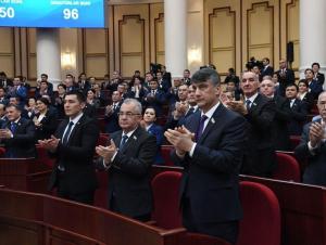 Alisher Qodirov Mirziyoyev Singapur dohiysidan ham ko'p ish qilayotganini aytdi
