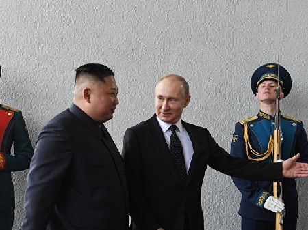 Владимир Путин Владивостокда КХДР етакчиси Ким Чен Ин билан учрашди