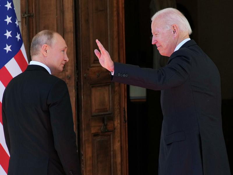 """Kreml Putinning """"muammosi"""" haqida gapirgan Baydenga javob qaytardi"""