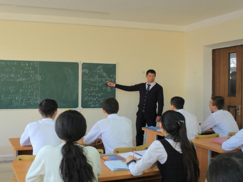 Лицейларга педагогларни ишга олишдаги талаб енгиллаштирилди