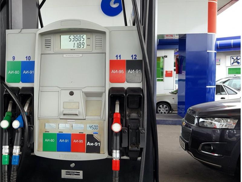 Расман: Ўзбекистонда бензин нархи яна арзонлашди