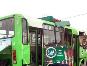 Тошкентда автобус ағдарилиб кетди