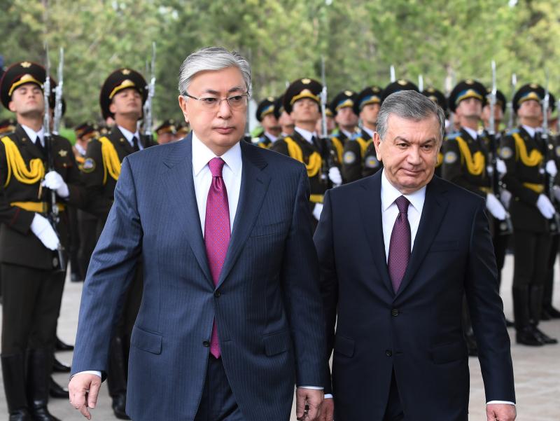 Тўқаев Мирзиёевни Қозоғистонга таклиф қилди