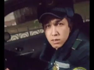 Ким ҳақ: ҳайдовчими ё ЙПХ ходими? (видео)