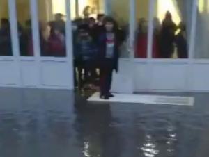 ХТВ Тошкентда сув босган мактаб бўйича муносабат билдирди