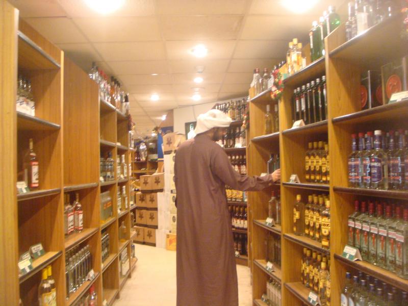 БААда алкоголли ичимлик ичиш ва никоҳсиз бирга яшашга рухсат берилди