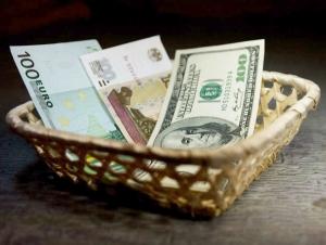 Ўзбекистонда бирданига доллар, рубль ва евронинг нархи арзонлади