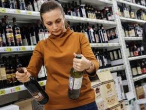 Ўзбекистонда оддий дўкон ва меҳмонхоналарда пиво ҳамда вино савдосига рухсат берилди