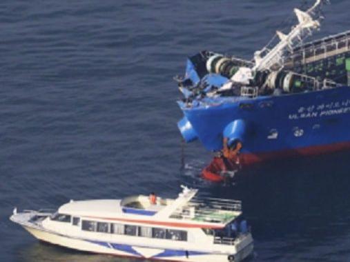 Японияда танкер билан тўқнашган юк кемаси чўкиб кетди