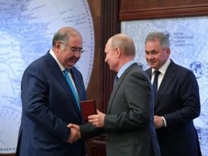 Россия Президенти Алишер Усмоновни медаль билан тақдирлади