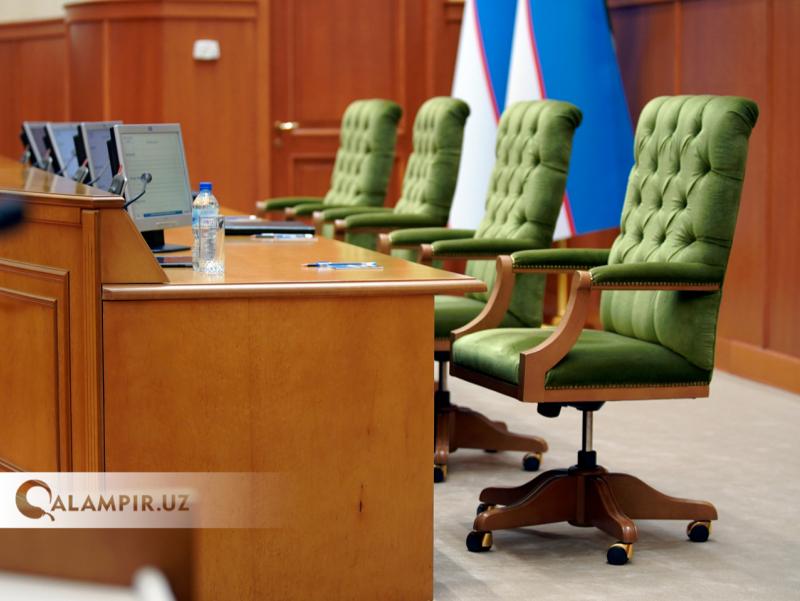 Yerniyazov va Usnatdinovdan bo'shagan o'rinlarga senatorlar saylandi