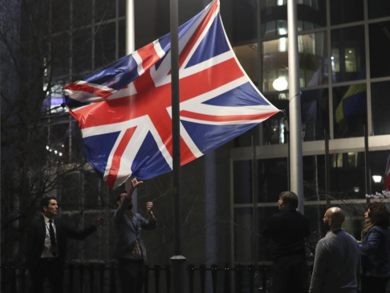 Brexit: Британия байроғи туширилди
