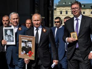 Путин Улуғ Ватан уруши фахрийларини тақдирлаш ҳақидаги фармонни имзолади