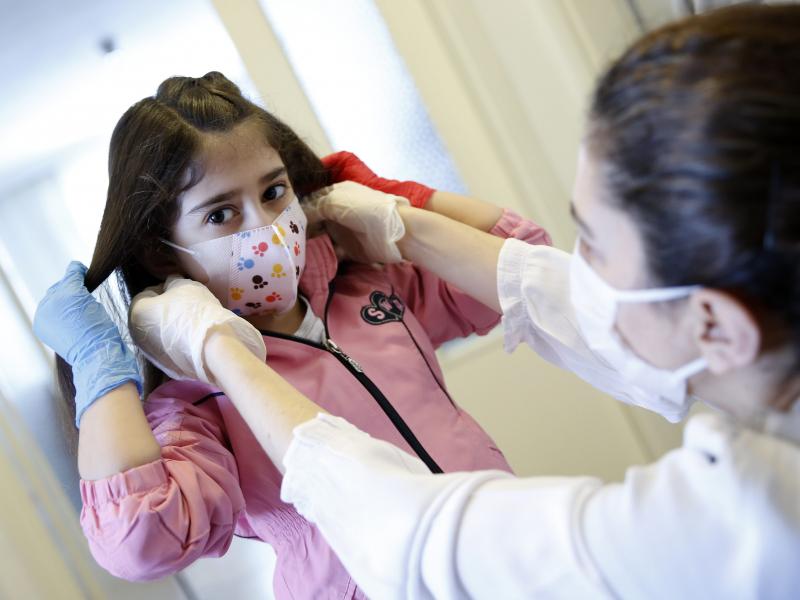Bolalar koronavirusga qarshi emlanishi kerakmi?