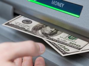 Марказий банк валюталарнинг янги қийматини белгилади