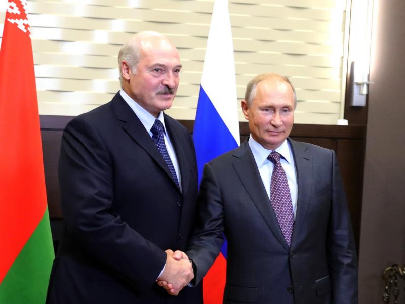 Лукашенко Путиндан Беларусни қуроллантиришни сўради