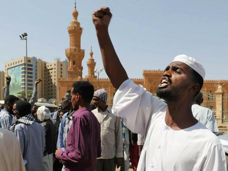 Суданда аҳоли нон етишмаётгани сабаб намойишга чиқди