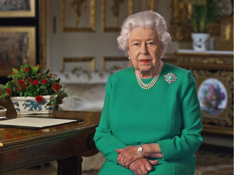 Елизавета II мурожаат вақтида кийган либосида қандай маъно яширин?