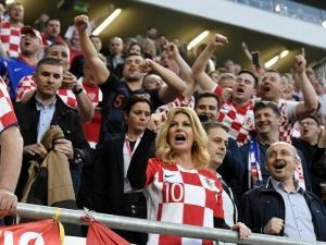 Хорватия президенти терма жамоа ўйинини майдонда томоша қилди