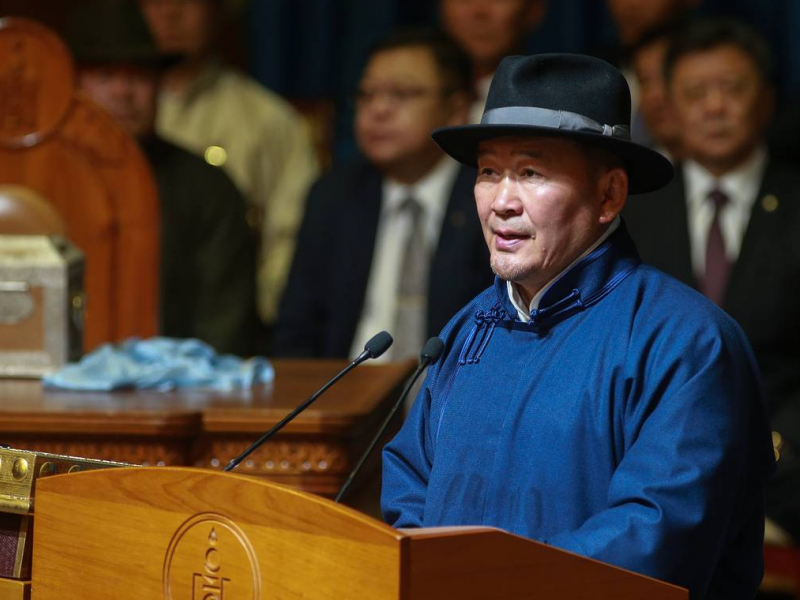 Mongoliya Prezidenti karantin fonida selfi tushdi