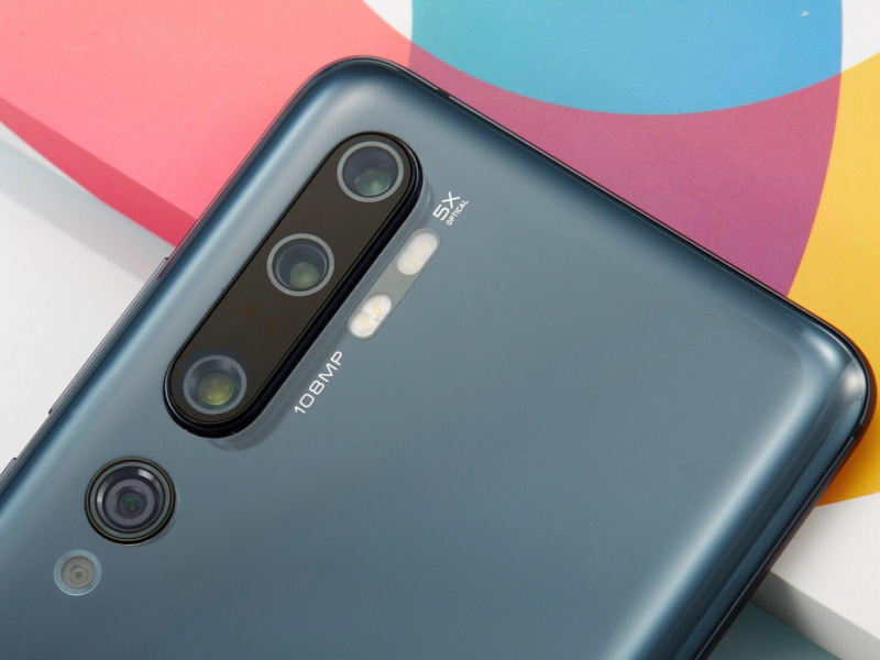 "Xiaomi иккита ""кўзи ўткир"" смартфонини намойиш қилди"