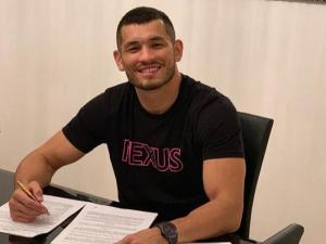 Маҳмуд Муродов UFC`даги жангини ўтказиш учун Данияга етиб келди