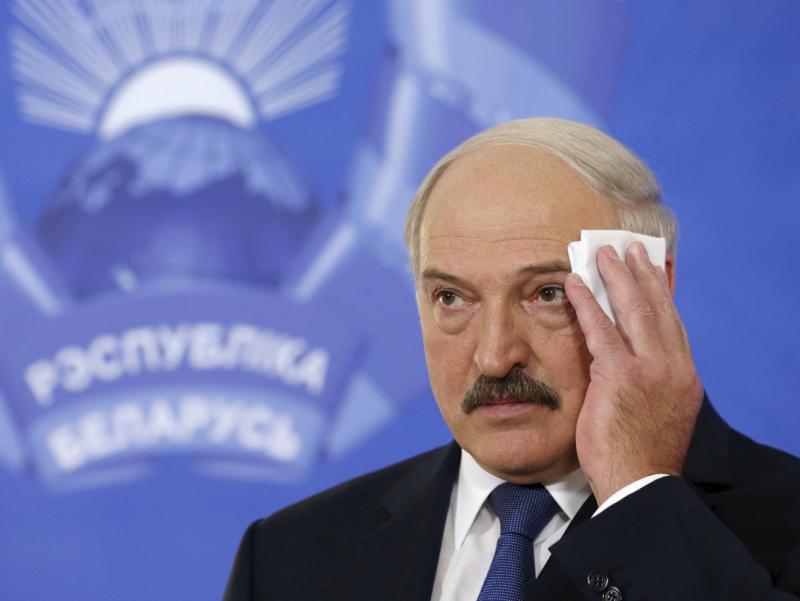 """ЕИ Лукашенко ва ўғлини """"қора рўйхат""""га киритди"""