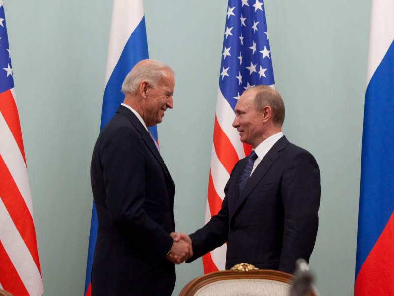 Bayden Putinga qo'ng'iroq qilib, rasmiy uchrashuv taklif qildi