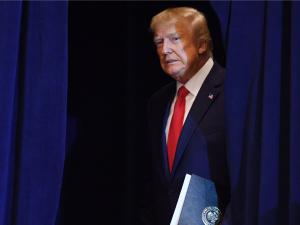 Трампнинг импичменти кечиктириляпти. Оқ уй босим ўтказди