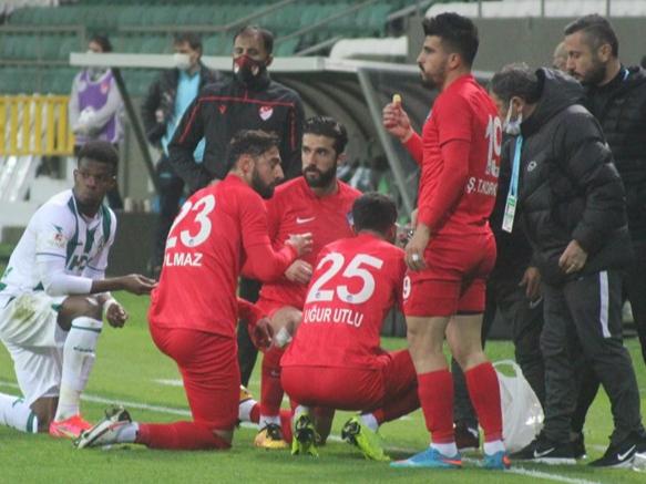 Turkiyada futbolchilar o'yin vaqtida iftorlik qildi (video)