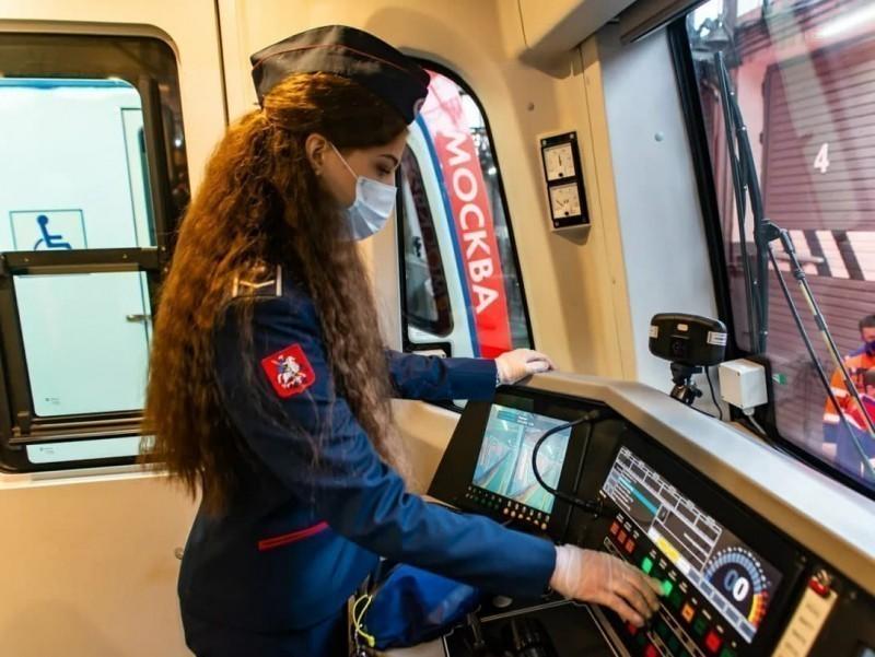 Moskva metrosi o'zbek va tojik tillarini biladigan xodimlarni yollashni boshladi