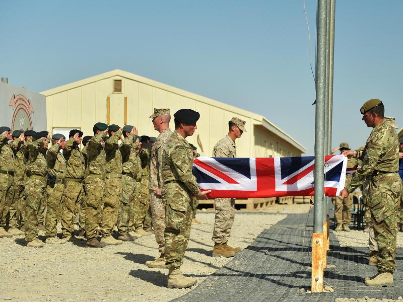 OAV: AQSH ortidan Buyuk Britaniya ham harbiylarini Afg'onistondan olib chiqadi