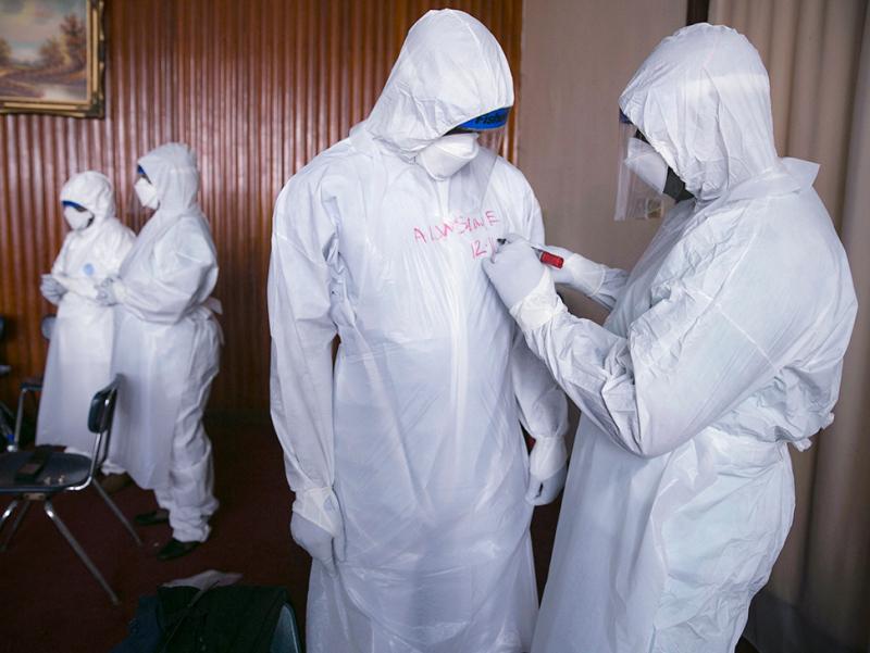 """Ebolani topgan olim noma'lum va xavfli """"X kasallik""""dan ogohlantirdi"""