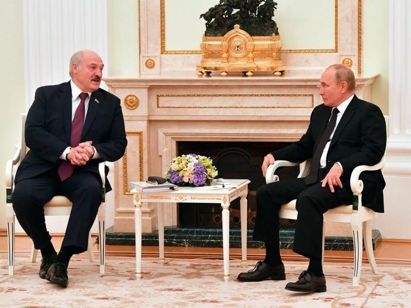 Путин ва Лукашенко Украинага НАТО қўшинлари жойлаштирилиши масаласини муҳокама қилди