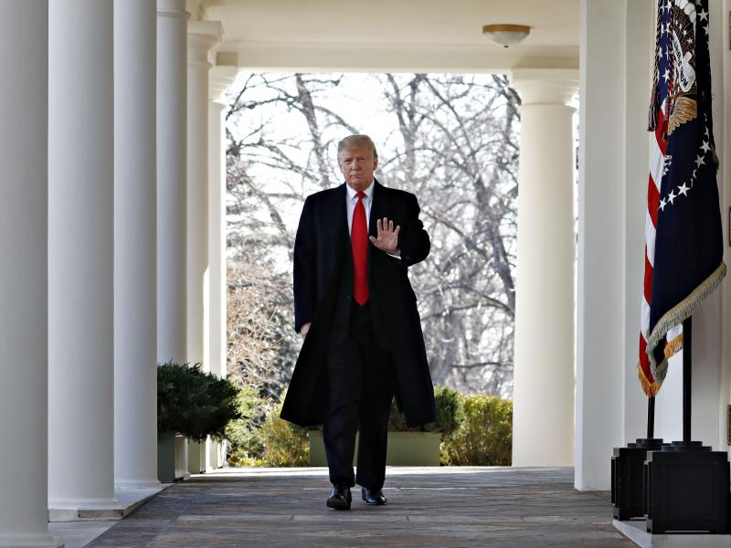 ОАВ: Байден ғалаба қозонган тақдирда Трамп Оқ уйни индамай тарк этади