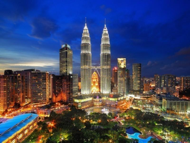 Малайзия пойтахти Мустақиллик шарафига Ўзбекистон байроғи рангларида ёритилади